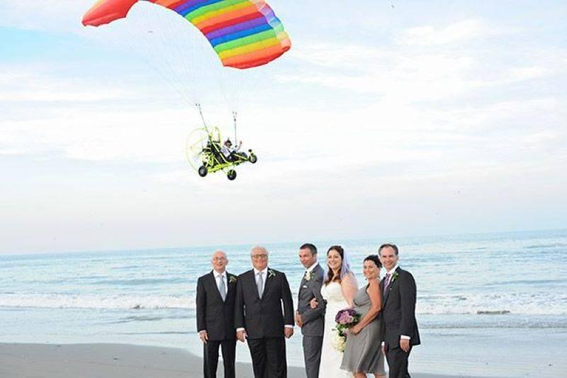 The Funniest Wedding Photobombs (2)