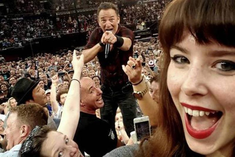 The Boss Showing This Selfie-Taker Who's Boss