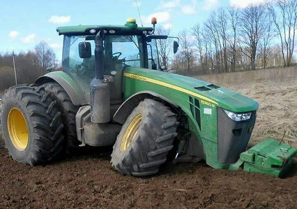 Tractor with broken wheel