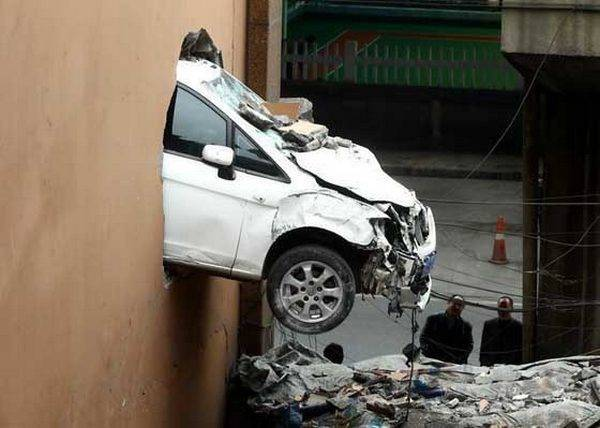 25 Photos Of The Most Stupid Car Accidents