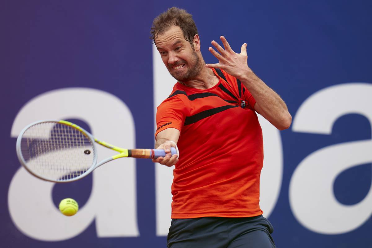 Richard Gasquet Isn't Entirely Sure What To Do With His Hand