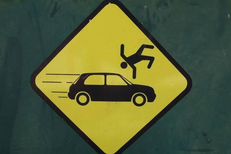 brutally-honest-pedestrian-sign-65195-48815
